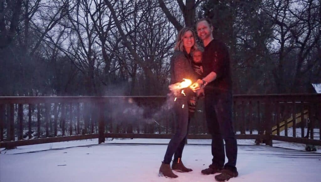 gender reveal announcement ideas - sparklers